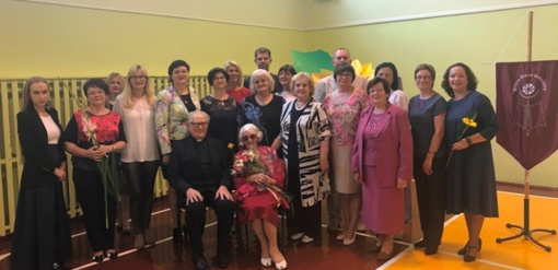 100-metė mokytoja Rugsėjo 1-ąją sutiko mokykloje