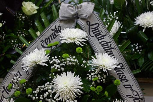 Panevėžyje teisiama laidojimo įmonei duomenis apie mirusius asmenis teikusi buvusi pareigūnė