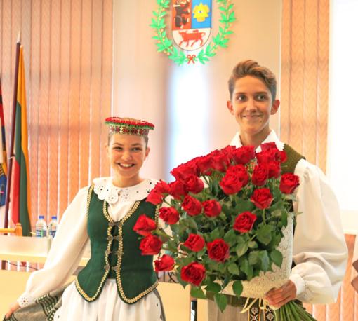 Šventinis Tarybos posėdis: kur rožės, ten ir spygliai