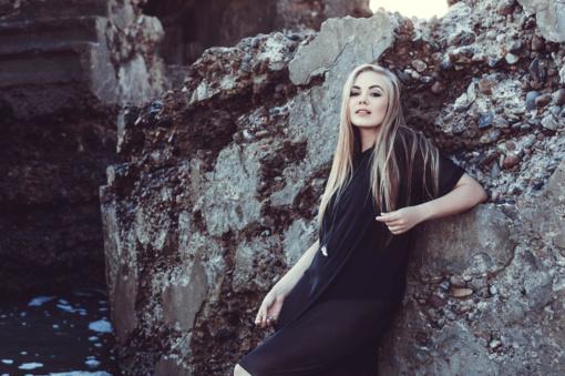Rudenį atlikėja Agnė Michalenkovaitė pasitinka pristatydama melancholišką dainą apie meilę (VIDEO)