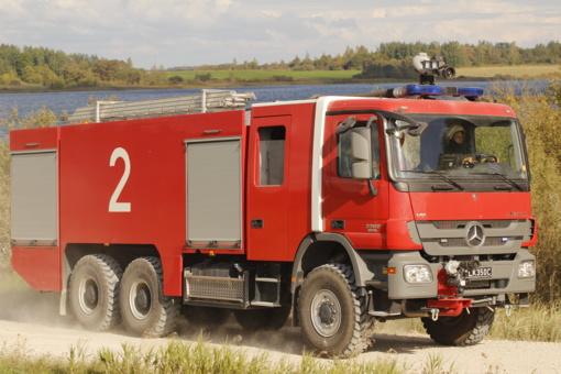 Ketvirtadienį ugniagesiai gesino 16 gaisrų, išgelbėjo žmogų