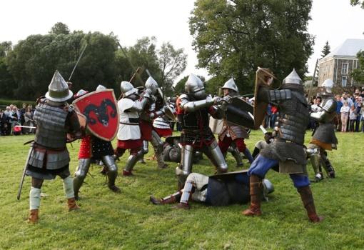 """""""Pabaisko mūšis su prieskoniais"""" sugrąžino renginio svečius į viduramžius (FOTO)"""