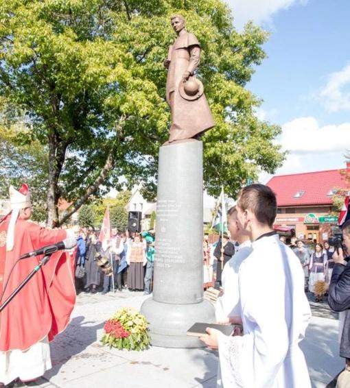 Pirmasis istorijoje paminklas Lietuvoje, skirtas signatarui įamžinti, atidengtas Švėkšnoje