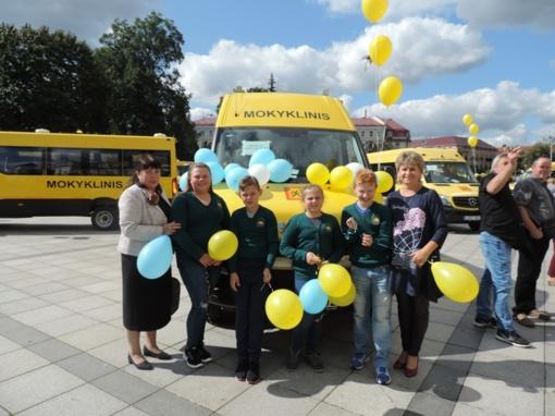 Stoniškių mokyklai – naujas autobusiukas