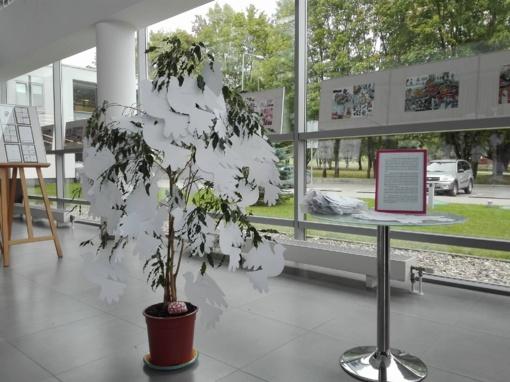 Į biblioteką kviečia užauginti taikos medį