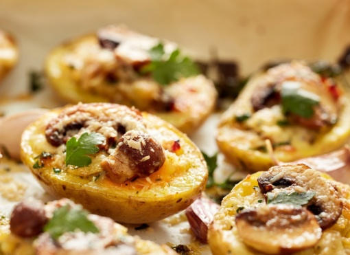 Rudeniškai vakarienei – grybais įdarytos bulvės