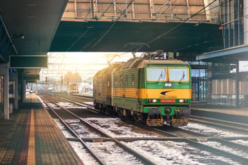 """Europos Komisija """"Lietuvos geležinkeliams"""" dėl išardytų bėgių skyrė 28 mln. eurų baudą"""