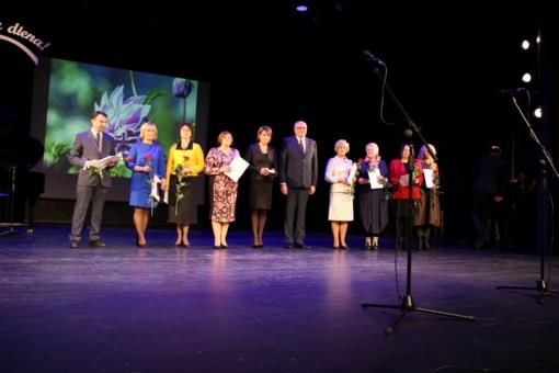 Ukmergėje sveikinimai mokytojams, šiltos padėkos ir geriausių Lietuvos balsų koncertas