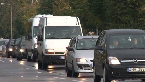 R. Karbauskis ramina: planuojama apmokestinti tik naujai registruotus automobilius