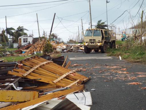 """""""Tesla"""" nusiaubtam Puerto Rikui siunčia šimtus baterijų"""