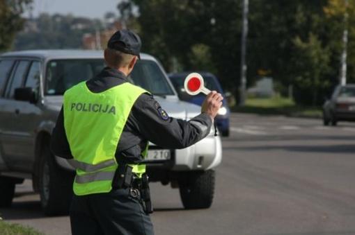 Spalį policija stebės, ar pėstieji segi atšvaitus, o vairuotojai vairuoja saugiai