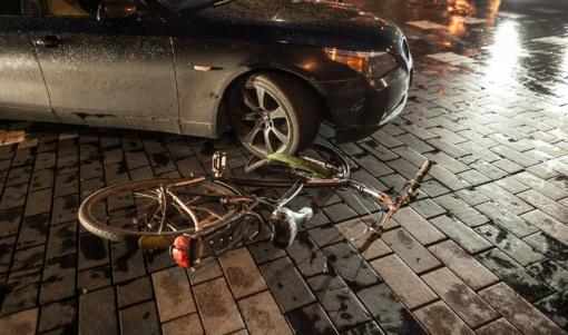Skaudi avarija Gedimino prospekte: dviratis po BMW ratais