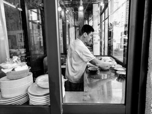 Vienas Vilniaus kinų restoranų įtariamas išnaudojęs darbuotoją
