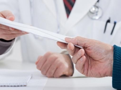 Keičiasi tendencijos: pacientai gydytojams rečiau duoda pinigų, bet dažniau neša dovanas