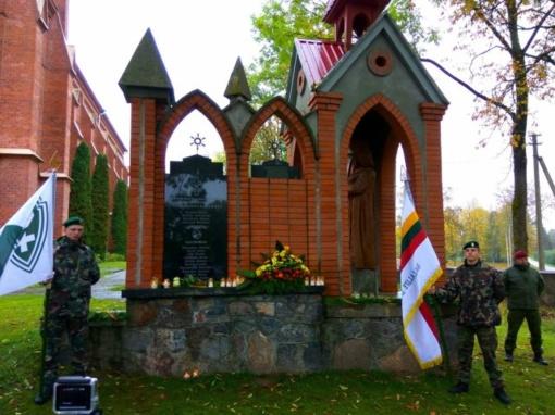 Atidengtos dar dvi atminimo lentos Nepriklausomybės kovų savanoriams
