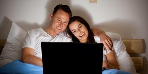 Pornografiją, pasirodo, žiūri nelaimingi vyrai ir laimingos moterys