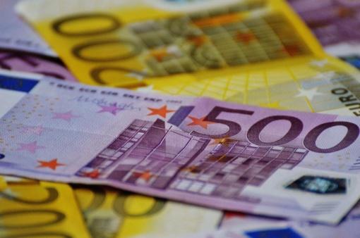 """""""Eurostat"""": Lietuvos biudžeto perteklius pernai siekė 0,3 proc., skola - 40,1 proc. BVP"""