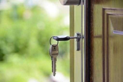 4 žingsniai, kuriuos privalote atlikti atsikraustę į naują būstą
