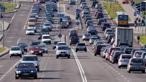 Aktuali informacija vairuotojams – eismo sąlygas apsunkins smarkus vėjas