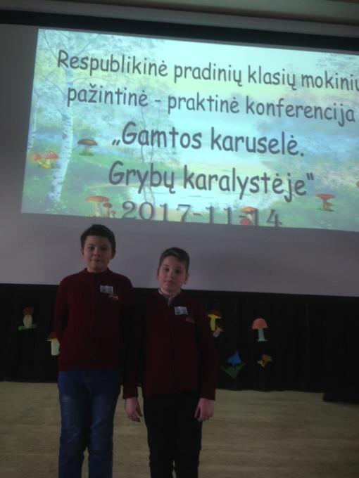 """Šiaulių """"Romuvos"""" progimnazijos mokiniai respublikinėje pradinių klasių mokinių konferencijoje ,,Gamtos karuselė. Grybų karalystėje"""""""