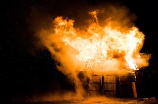 Mažeikiuose degė ūkinis pastatas