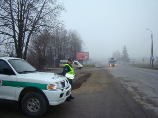 Vakarų, šiaurės ir pietvakarių Lietuvoje eismo sąlygas sunkina plikledis