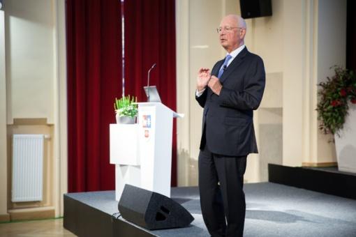 Profesorius Klausas Schwabas: trūksta ne darbo vietų, o įgūdžių