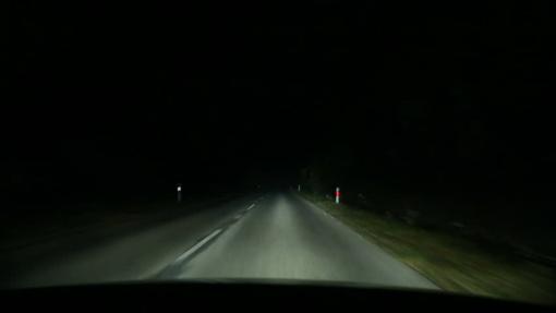 Keliuose yra slidžių ruožų