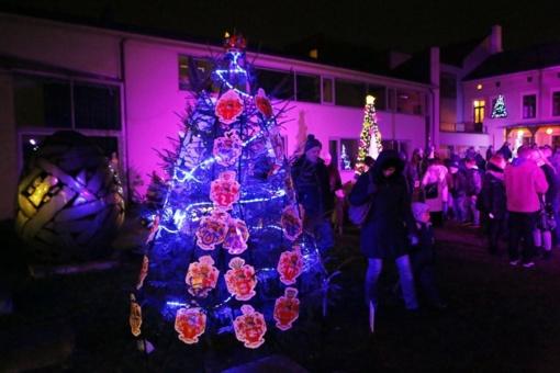 Uostamiestyje sužibės kalėdinių eglučių kiemelis