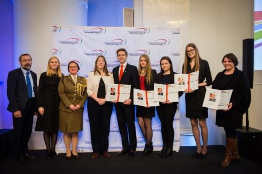 Apdovanoti keturi Ukmergės gimnazistai