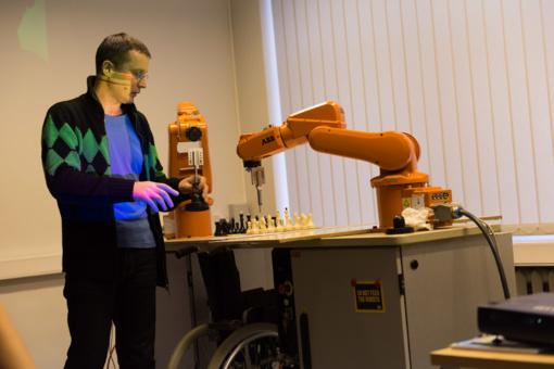 """Ateityje """"purvinus ir pavojingus"""" darbus turės atlikti robotai, nes ateinančios kartos jų dirbti tiesiog nenorės"""