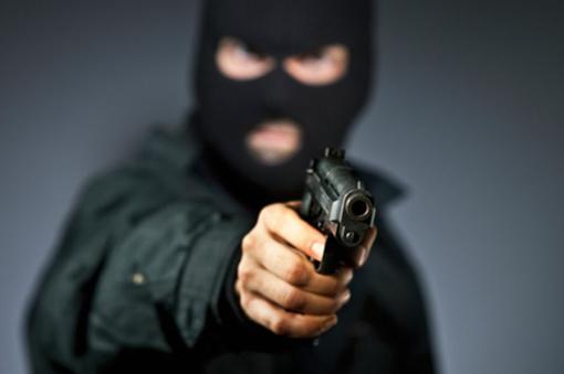 Panevėžyje peršautas lošimų automatų salono stiklo paketas