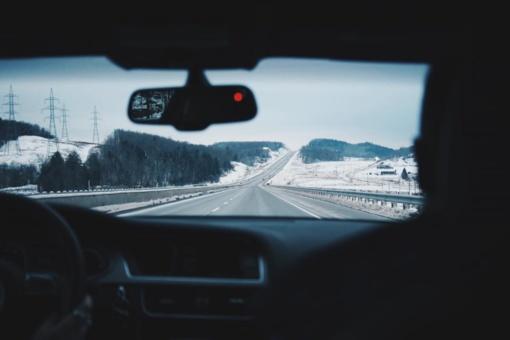 Naktį eismo sąlygas sunkins krituliai ir plikledis