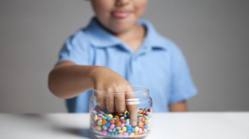 Dešimtokė iš Karmėlavos pristatė verslo idėją: dantų šepetėlį ir pastą siūlo keisti saldainiais