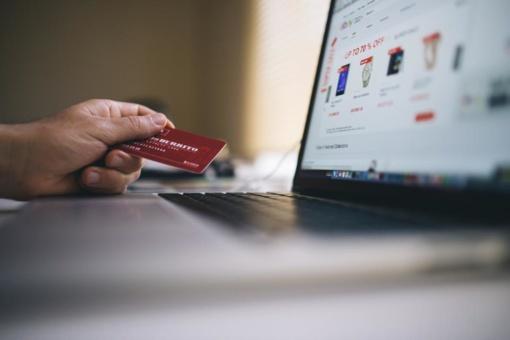 Šventiniu laikotarpiu padaugėja internetinės bankininkystės sukčių
