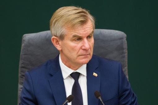 """Seimo pirmininkas nedeklaravo žmonos pajamų iš """"Agrokoncerno"""" įmonės"""