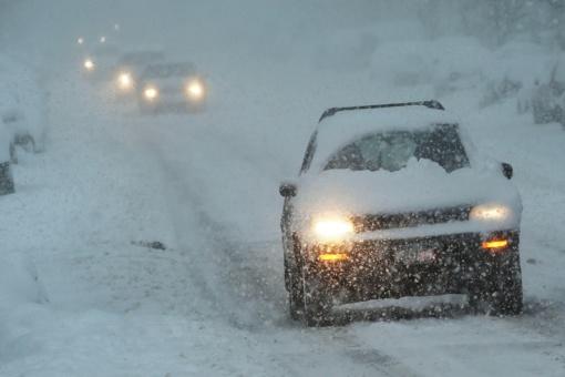 Žiemos pavojai: ką daryti, kad kelionės nesibaigtų griovyje
