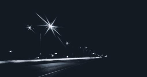 Vairuotojai įspėjami dėl sunkesnių eismo sąlygų naktį