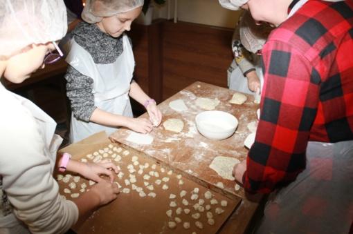 Namuose keptų kūčiukų tradicijos atgimsta: laikas su savo vaikais – brangiausias