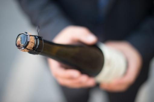 Šilalės rajone kyšis pareigūnams - šampano butelis
