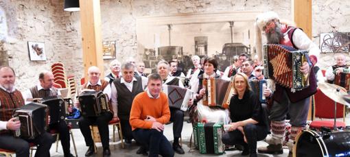 Kalėdos Trakuose dovanojo rekordinę polką su mere ir stebuklingą šokio pasaką