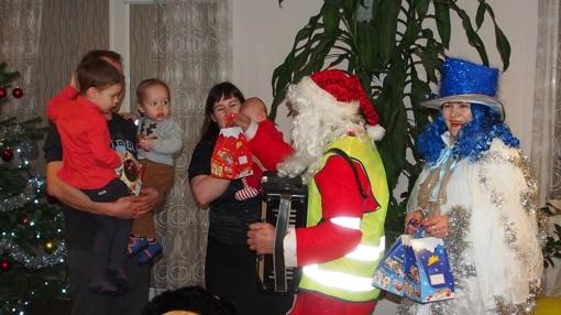Kalėdų senelis su palyda lankėsi Mirkliuose