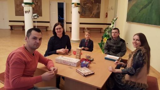 """Stalo žaidimų popietė jaunimui ir adventinė vakaronė """"Šv. Kūčių valgiai"""" (nuotraukų galerija)"""