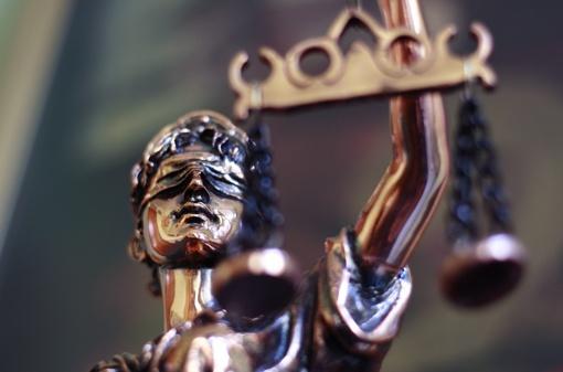 Už grotų su teisėjais atsidūręs verslininkas - valstybinių konkursų laimėtojas