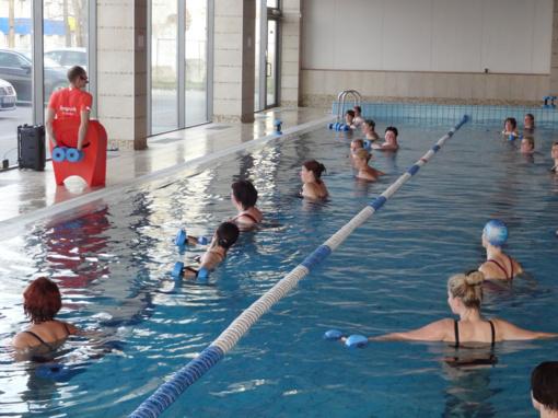 Nemokamos treniruotės baseine išmokė saugumo ir sustiprino sveikatą