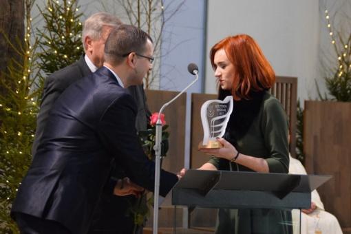 Iškilmingoje ceremonijoje nominuotiems savivaldybės kultūros nešėjams įteikti apdovanojimai (FOTO)