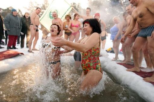Sausio 1-ąją - sveikuolių maudynės įvairiose Lietuvos vietovėse
