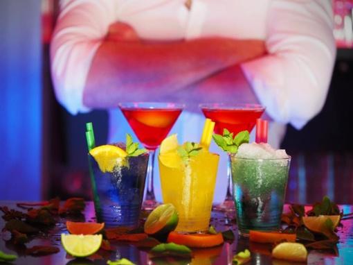 Įsigaliojus alkoholio ribojimams, Vilniaus barai lankytojų iki 20 metų iš viso neįsileido