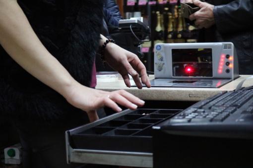 Šiauliečiui parduotuvę apiplėšti sutrukdė kasos aparato stalčius