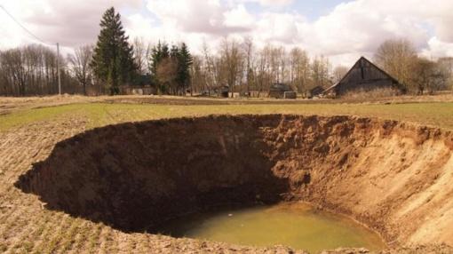 Geologų prognozės: pavasarį gali atsiverti naujų didelių smegduobių